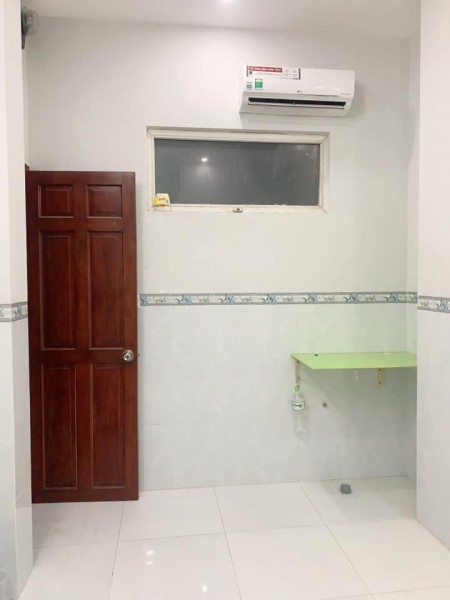Phòng trọ Nguyễn Duy Trinh Quận 2, Có máy lạnh, có gác lững, ban công gió mát, 30m2