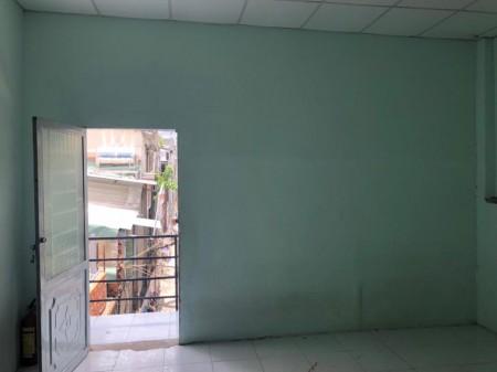 Còn 1 phòng trống cho sinh viên ( ưu tiên nử ạ ). Phòng 22m2, tại Nguyễn Biểu, 22m2