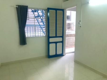 Phòng tại Lý Thái Tổ Quận 10, Mới sơn sửa, sạch sẽ, có ban công, cửa sổ, 20m2