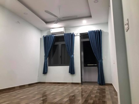 Phòng gần khai trương tại Ngã ba CMT8-Phạm Văn Hai Tân Bình. Rộng 30m2, 30m2