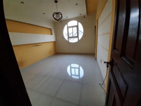 Cho thuê phòng trong nhà nguyên căn, 18m2, có ban công có sân phơi đồ, 18m2