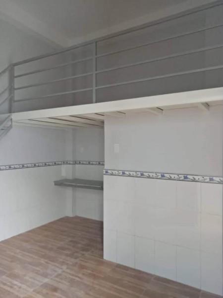 Phòng trọ cho thuê có thang máy, có gác lững ngay công viên Gia Phú, 25m2