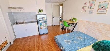 Cho thuê phòng trọ full nội thất tại trung tâm Quận 3, free 2 xe, 26m2