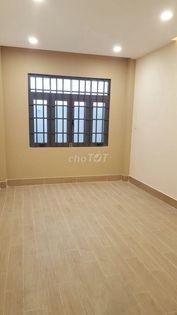 Mình còn 1 phòng trống ở lầu 1 sạch sẽ, cửa sổ lớn thoáng mát và thoải mái, có wc riêng trong phòng, 28m2