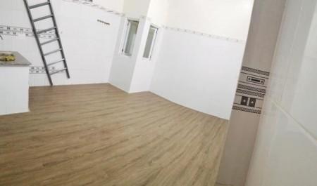 Chính chủ cho thuê phòng trọ có gác, rộng hơn 30m2, có máy lạnh, bếp, nước nóng, máy giặt, 30m2