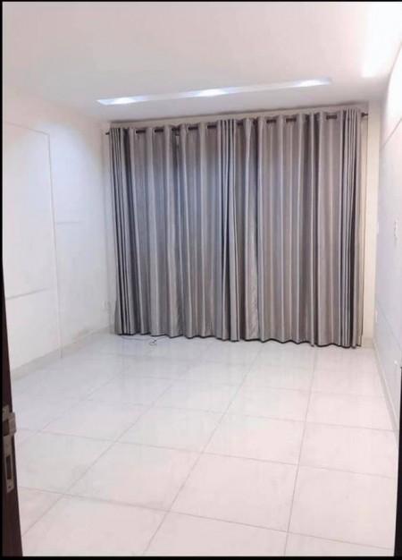 Cho thuê phòng trọ quận 11, phòng cao cấp có ban công, máy lạnh, niệm, cực kỳ sạch sẽ, 28m2