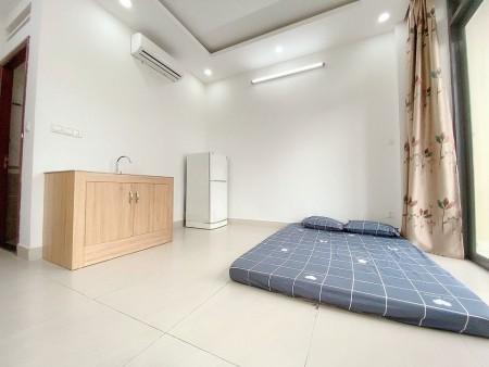 Cho thuê phòng trọ quận Tân Phú, phòng có cửa sổ và ban công rộng rãi thoáng mát, nội thất cơ bản, 20m2