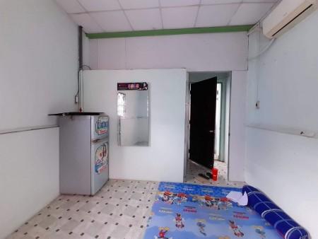Phòng mới xây, mặt tiền trung tâm quận 10, có máy lạnh, cửa sổ, nhà vệ sinh riêng, giờ giấc tự do, 28m2