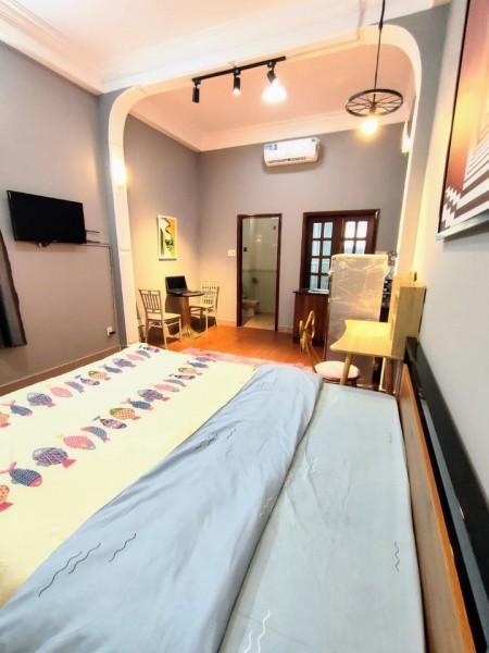 Cho thuê phòng trọ tại quận 1, giá yêu thương, phòng full nội thất, có máy lạnh, kệ bếp, sàn gỗ, rèm, 28m2