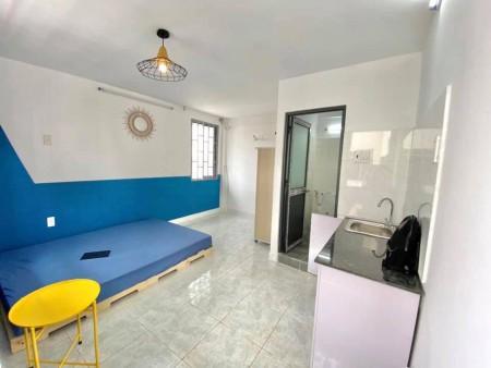 Cho thuê phòng trọ tại Bình Thạnh, phòng có ban công , cửa sổ thoáng mát, phòng mới 100%, 28m2