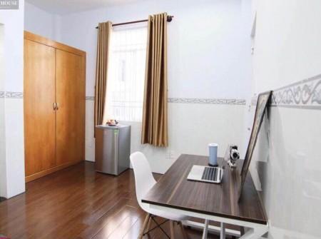 Cho thuê phòng trọ quận 10, Nội thất tiện ích, tủ lạnh, tủ đồ, bàn ghế, máy lạnh, 25m2
