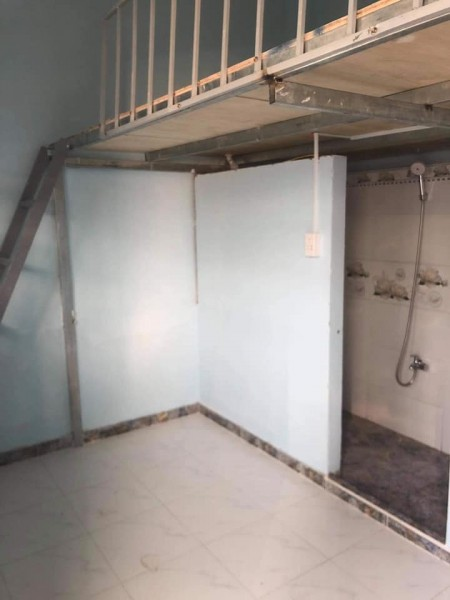 Phòng trọ sinh viên cho thuê tại Gò Vấp, có gác lửng, cửa sổ thoáng mát, tolet riêng, kệ bếp, 25m2