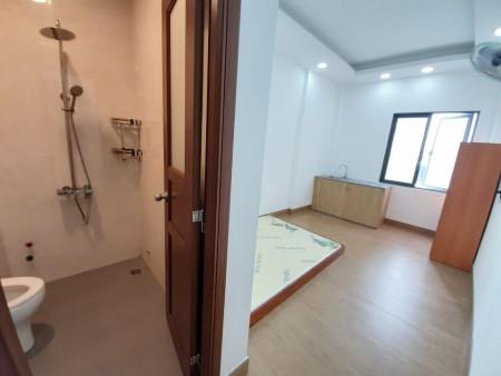 Cho thuê phòng trọ tại quận 10, phòng đầy đủ nội thất có máy lạnh, kệ bếp toilet trong phòng nệm, 25m2