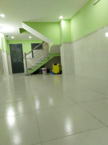 Cho thuê phòng trọ mới xây tại quận 10, phòng cửa sổ ban công thoáng mát, trang bị máy lạnh, 20m2