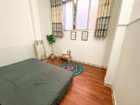 Cho thuê phòng trọ mới quận 1, phòng mới lát sàn gỗ cực kì mát và sạch sẽ, 28m2