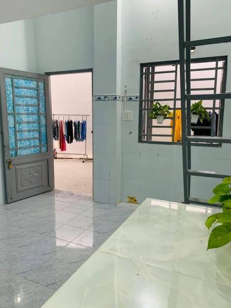 Phòng trọ cho thuê tại quận 2, có máy lạnh, giờ giấc tự do, có nhà xe, an ninh, 28m2