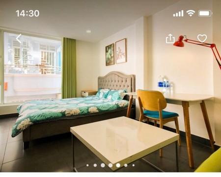 Cho thuê phòng full nội thất tại quận 1, view full kính, hẻm an ninh, để xe trong nhà, 25m2