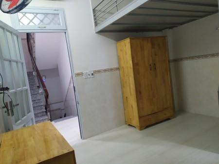 Cho thuê phòng trọ ngay trung tâm quận 10, nhà mới xây có thang máy, phòng có cửa sổ thoáng mát, 21m2